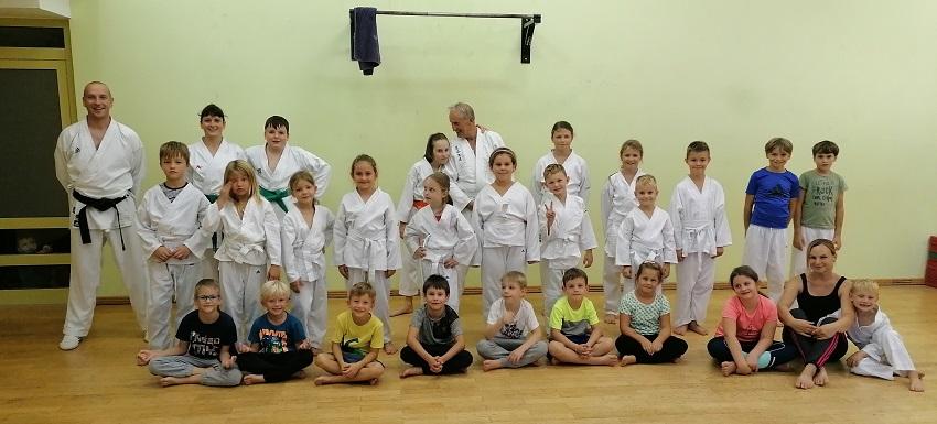 Karate klub Kozjansko in Obsotelje organiziral dan odprtih vrat v času karate treninga na OŠ Šmarje pri Jelšah
